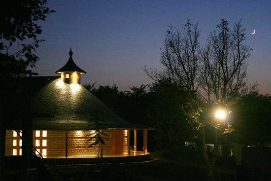 Osho Shunya Mandir at night