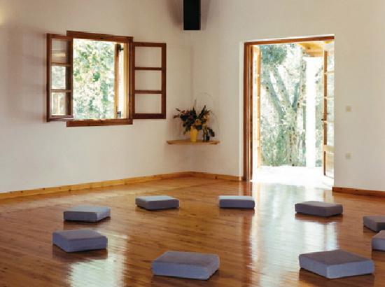 050-zorbas-meditation-room-lg