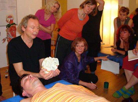 Dipamo teaching at the Bodywork Academy, Berlin