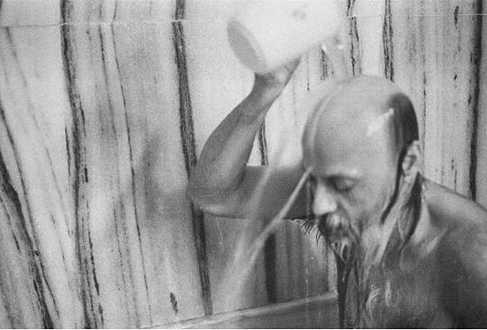 028 Osho taking a bath