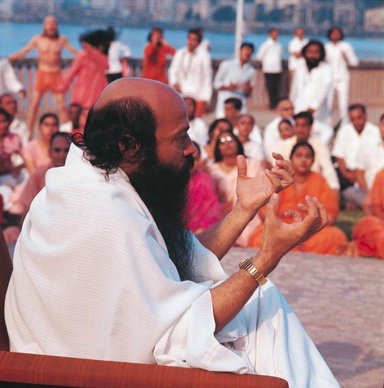 Osho talking in Bombay