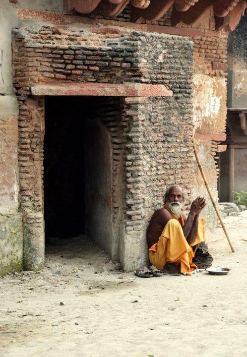 090 maya beggar