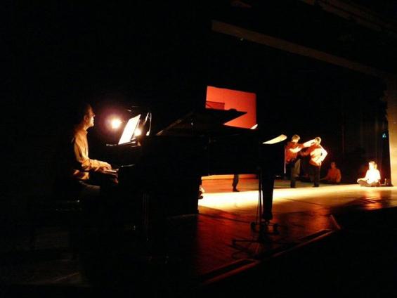 demo in Munich - pianist