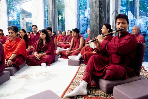 Himanshu Kanakia plays flute in Osho Samadhi