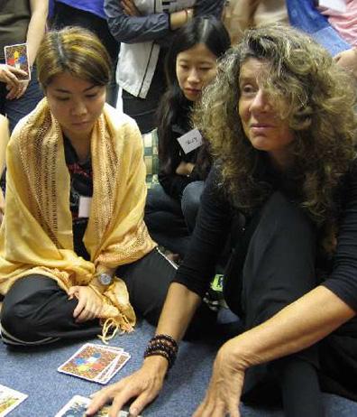 Mangala teaching to read tarot cards