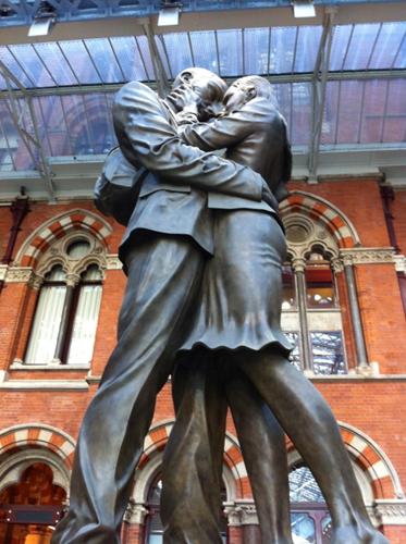 Giant bronze clinch graces St. Pancras, London