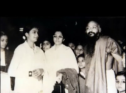 Osho at a gathering