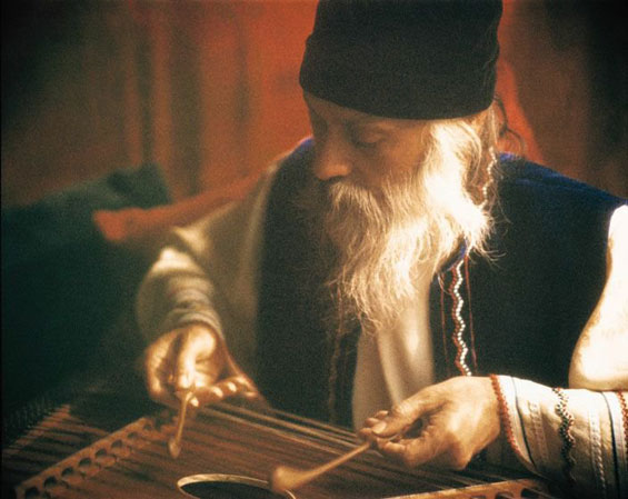 Osho playing the santoor