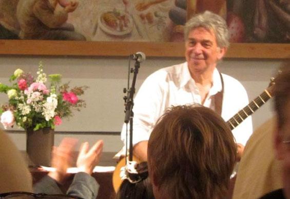 Peter Makena in concert