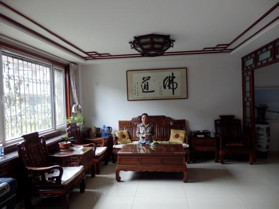 Yujie in the living room