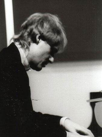 Hartmut-Mayer-Premendra-on-piano