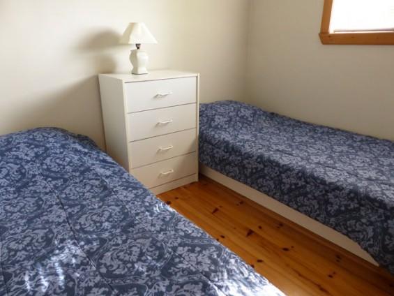 070-bedroom