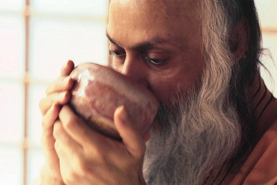 Osho drinking tea