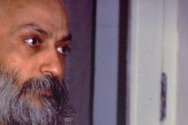 Osho darshan giving sannyas (2) Feat