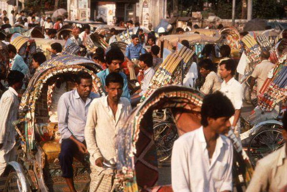 an essay on population explosion in india Population explosion in india population explosion in india india with a current population of 105 crores is nearly bursting at the seams in august 1947, when our country threw off the shackles of colonialism, we were a country of 345 crore people.