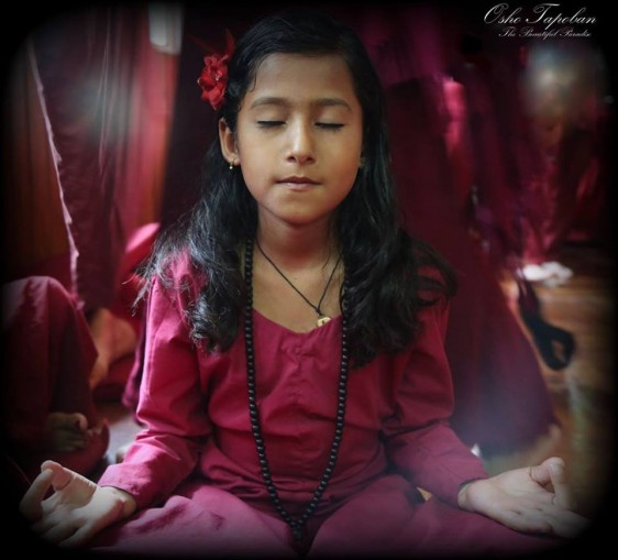 little sannyasin meditating 2