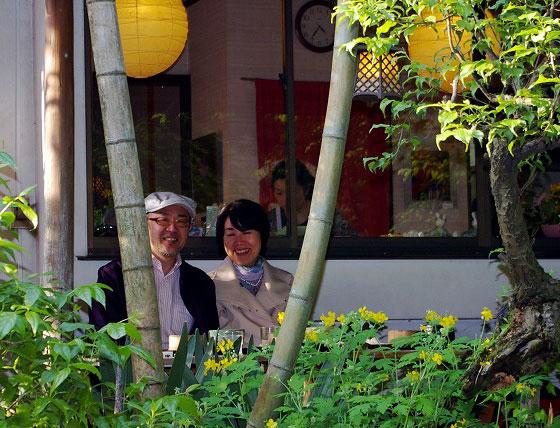 035 Yoshiro-and-Mansha-in-garden