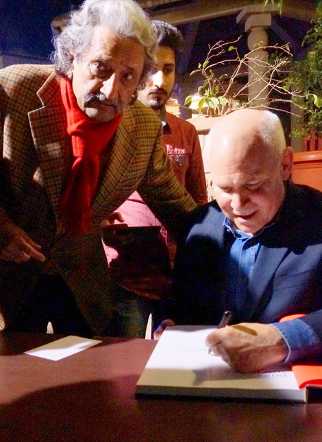Steve McCurry signing Kul Bhushan's copy