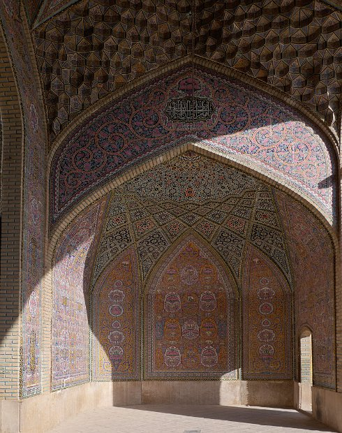 Naser-ol-Molk - iwan, decorated chamber with one open side