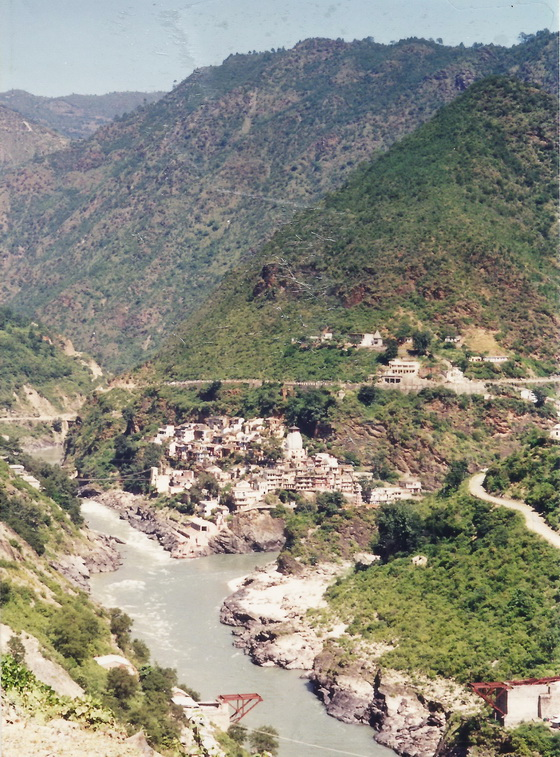 Devprayag from the top of the road