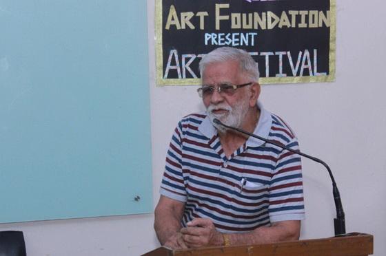 Ageh Bharti speaking