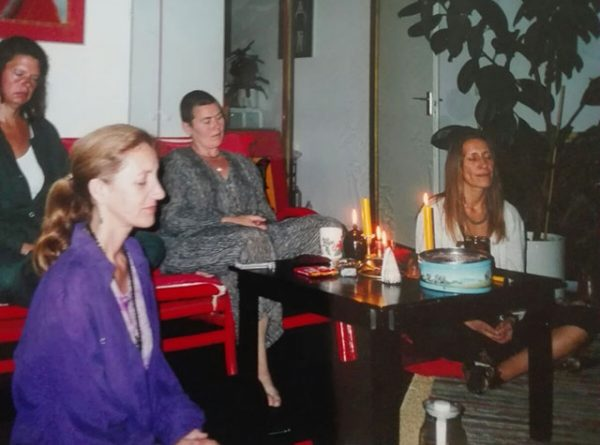 060-subodhi-with-friends-meditating