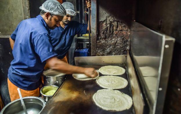 cooks-making-dosas