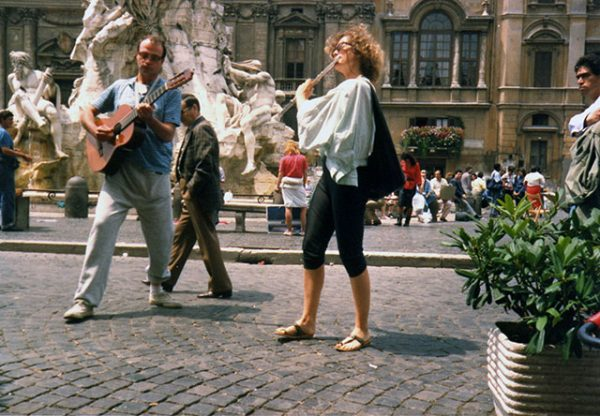 700-Nandin-and-Stefano-in-Piazza-Navona-in-summer006