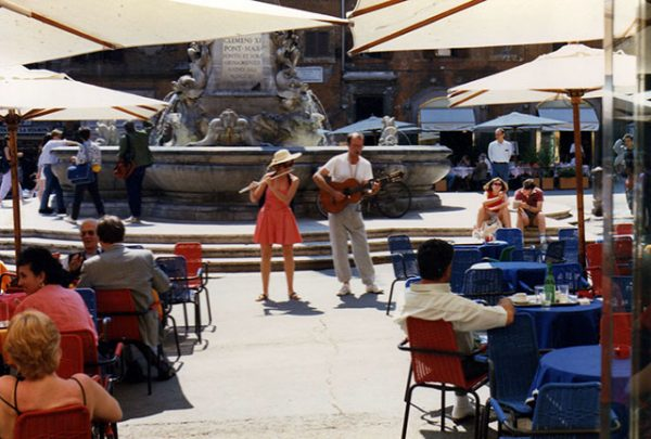 710-Nandin-and-Stefano-in-Piazza-del-Panteon-in-summer
