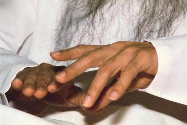 Osho's hands