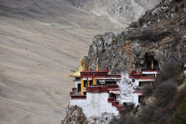 Shrines at cliff of Drak Yerpa