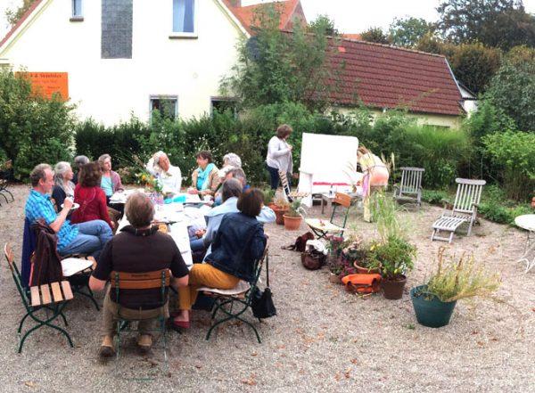 040-party-in-garden