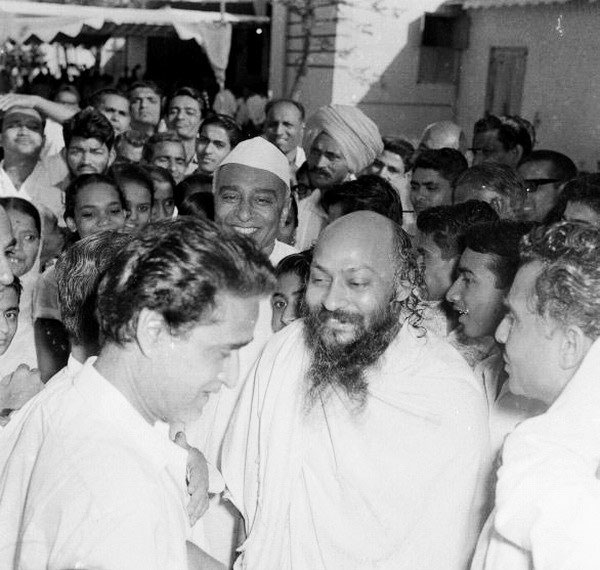 Osho in crowd
