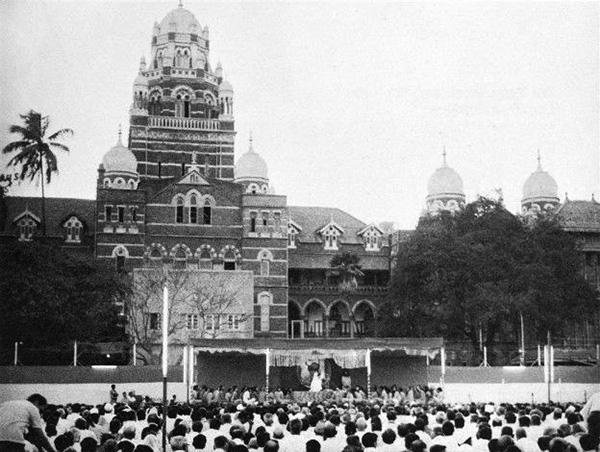 Osho speaking at Cross Maidan Mumbai 1972