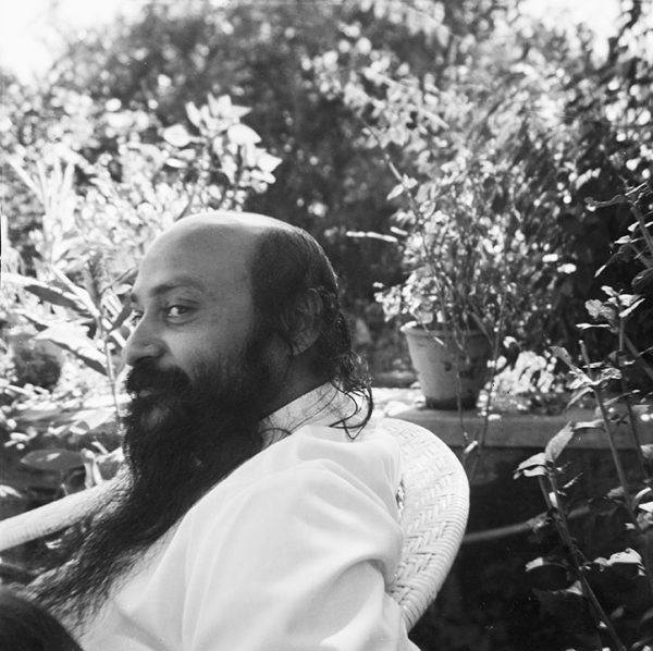 Osho-in-Mt-Abu-1972 1