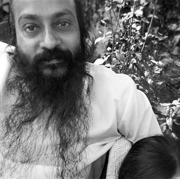 Osho-in-Mt-Abu-1972 2