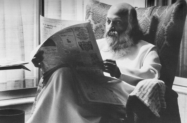 Osho reading Hindi paper