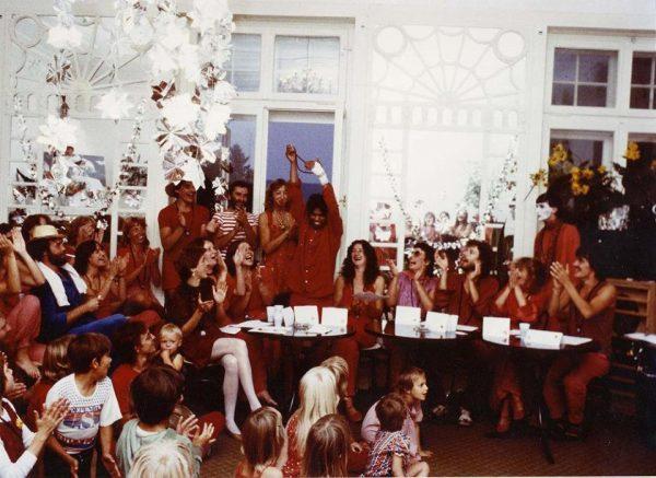 070 Rajneeshstadt celebration cr Niranjano