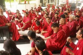 Keerti addressing sannyasins Feat