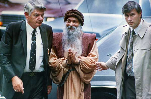 Osho in chains when arrested in Charlotte