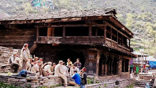 Malana people at temple