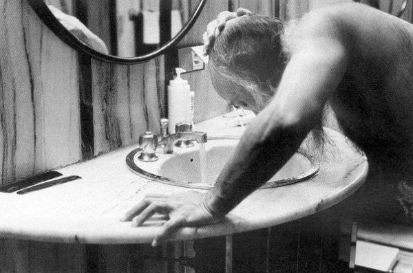 040 Osho washing