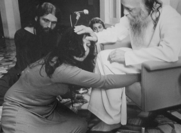 Osho in darshan with Kusum
