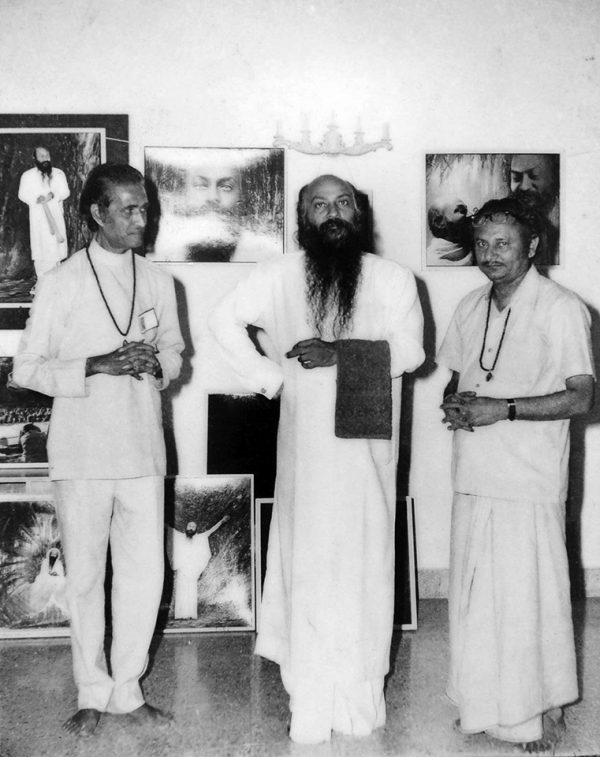 Dinubhai (left) with Osho at his painting exhibition