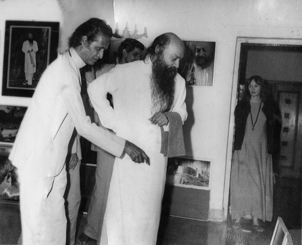 Osho visiting Dinubhai's painting exhibition