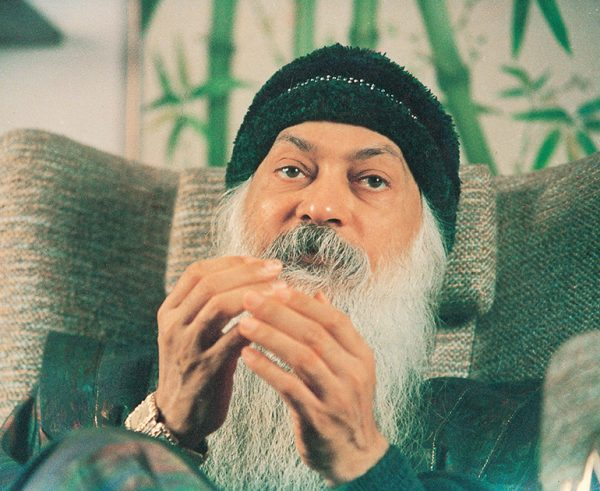 Osho in discourse in Mumbai