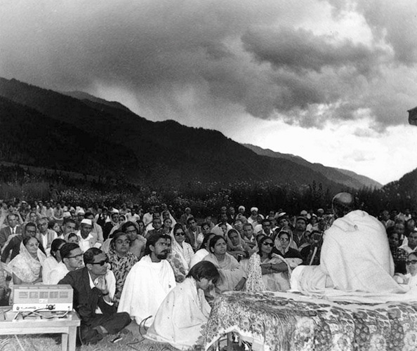 Osho Manali 1970 with Chinmaya looking at him