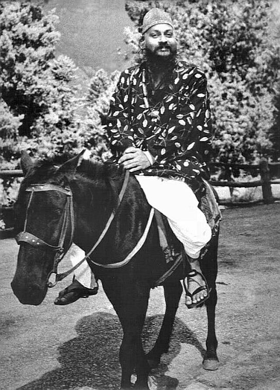 Osho sitting on horse