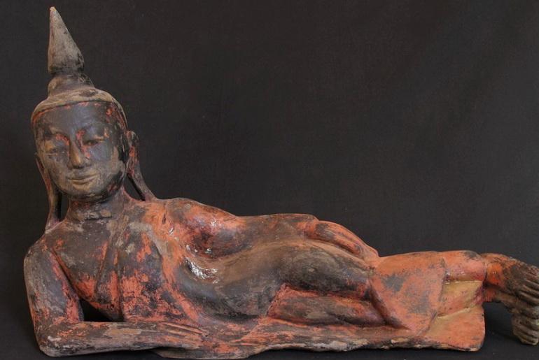 Ikkyu burns a Buddha statue to keep warm