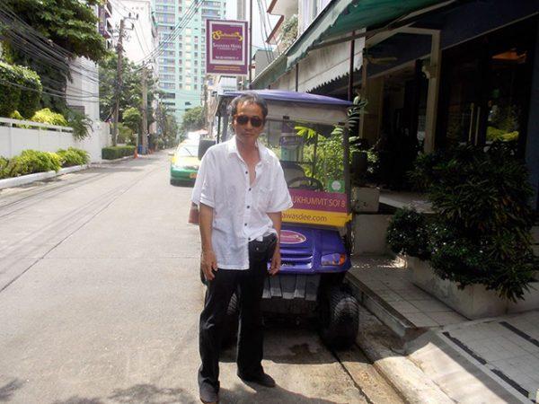 Bijen-with-rickshaw